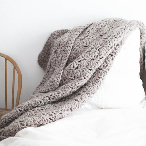 Bare-knitwear-throw